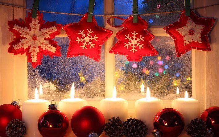 праздник, новый год, рождество, окно, мороз, огни, лампочки, подоконник, свечи, шарики, шары, игрушки, шишки, звёзды, верёвка, прищепки
