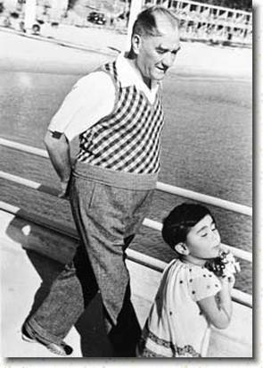 ✿ ❤ Atatürk ve manevi kızı Ülkü...Ataturk and adopted daughter little Ulku
