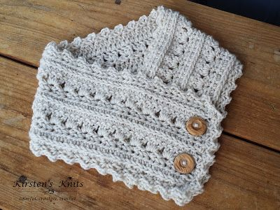 The FREE ladies cowl pattern with the same stitch as the super scarf I released last week.