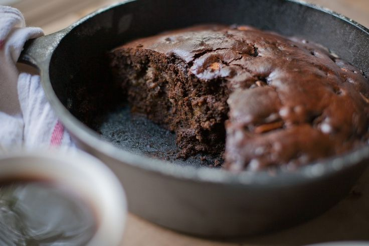 Happyolks | Spiced Apple Molasses Cake