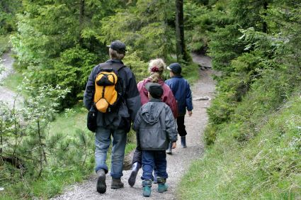 Looking for outdoor activities for kids?Get the outdoor gear on and head out for a family walk! Here are 10 great family walks around Ireland:
