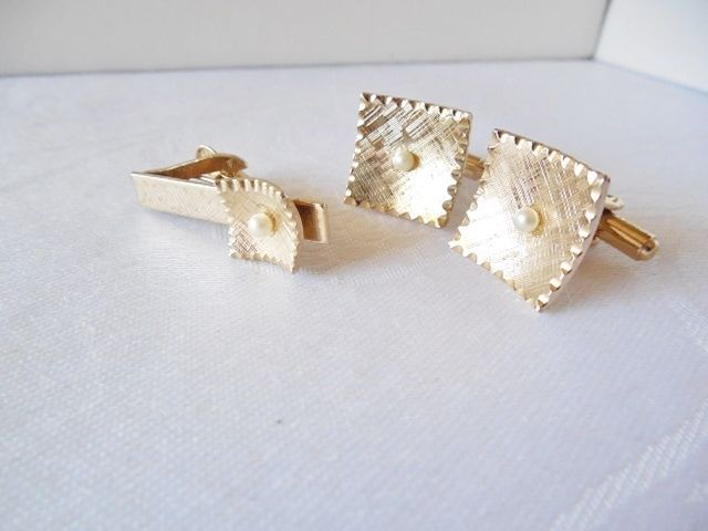 Vintage Goldtone & White Tie Clasp & Cufflink Set #TieBarClipClasp