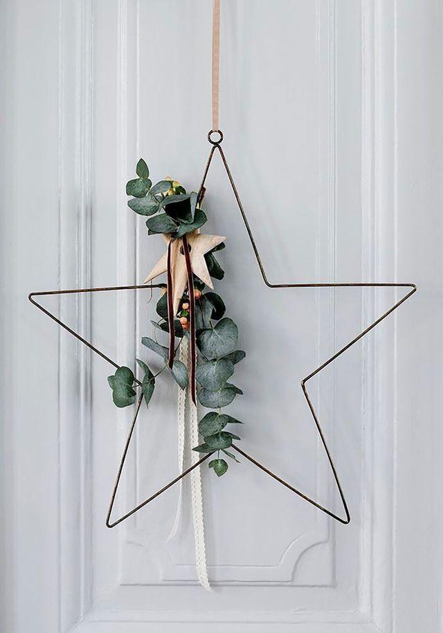 DIY déco de Noël : une étoile murale en fil de fer et végétaux !