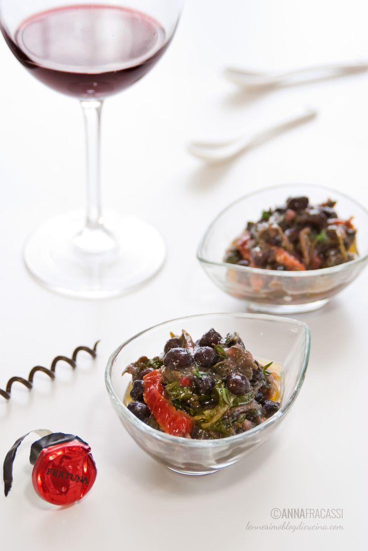 Una ribollita di ceci neri, che sostituiscono i tradizionali cannellini, arricchita dal sapore intenso del cavolo nero e della bietola rossa. ©AnnaFracassi