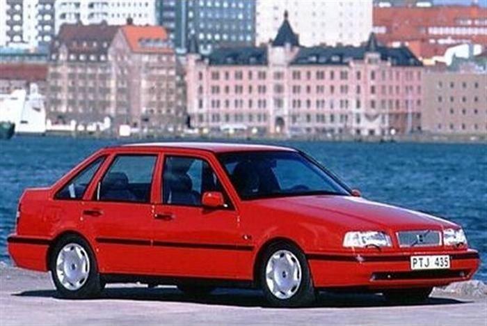 Prawy bok Volvo 440