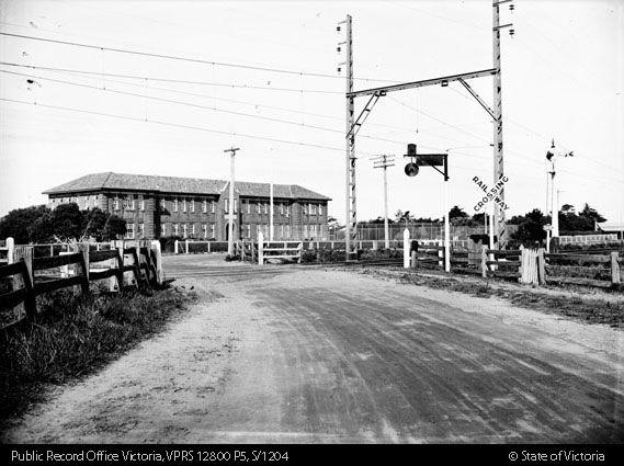 Station Street, Aspendale Level Crossing