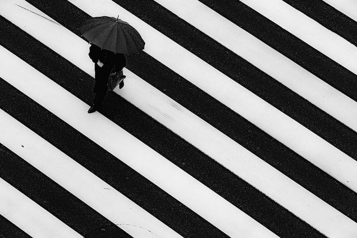 ~ Tokyo streets ~ Wandering the Empty and Quiet Streets of Tokyo – Fubiz Media #stripes #black_and_white #japan #tokyo