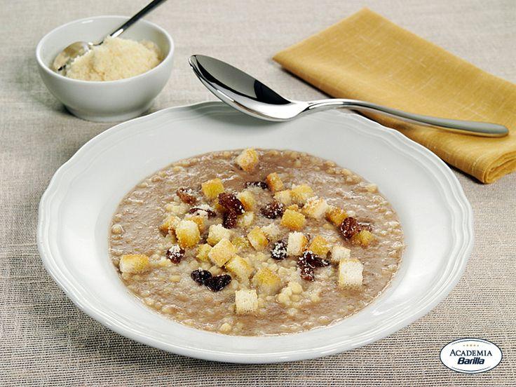 Grattoni con uvetta e crostini ai cereali in crema di cipolla rossa di Tropea
