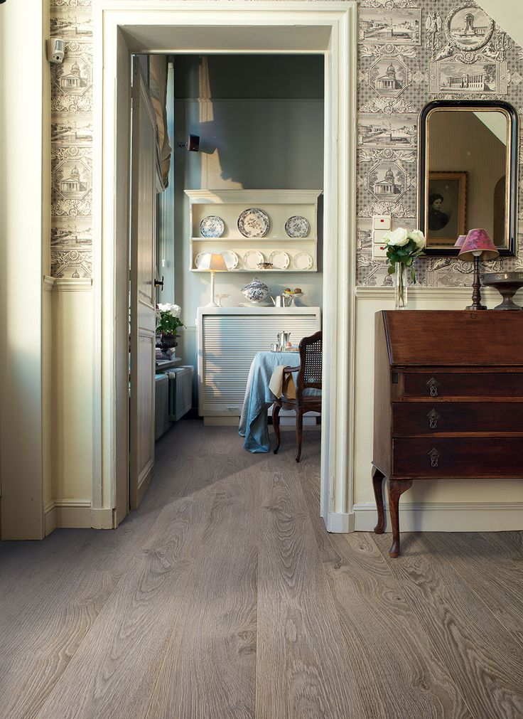 Quick-Step Laminate Flooring -  Elite 'Old oak light grey, planks' (UE1406) in a country dining room. To find more dining room inspiration, visit our website: https://www.quick-step.co.uk/en-gb/room-types/choose-the-perfect-dining-room-flooring #salleamanger #eetkamer