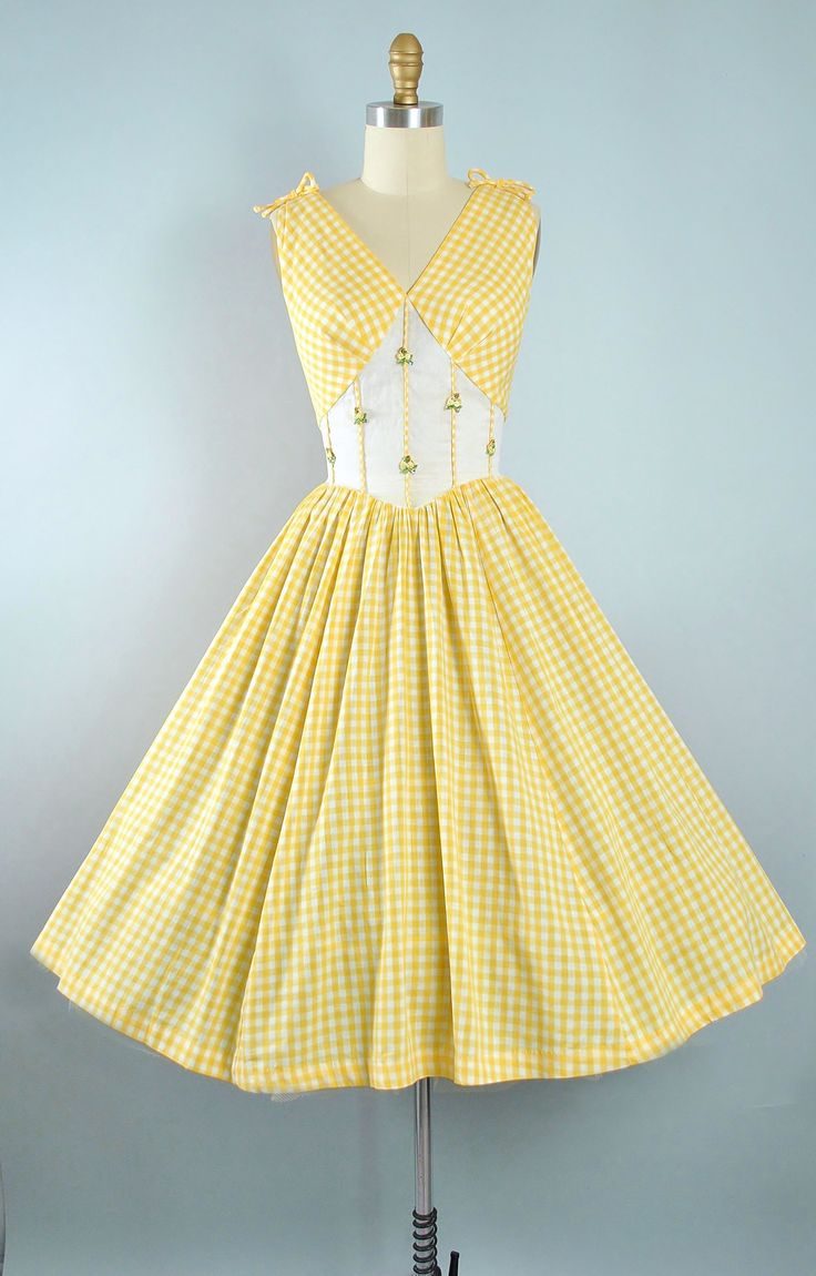 Perfect Vintage s Kerrybrooke Yellow GINGHAM Dress s Cotton Sundress Plaid FLORAL APPLIQUE Bow Full Swing Skirt Garden Party Pinup M Medium