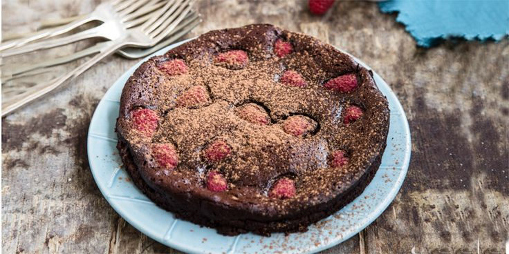 Gluten intolerant? Nut allergy? This Flourless Berry Chocolate Cake is the perfect chocolate treat. Gluten-free and nut-free.