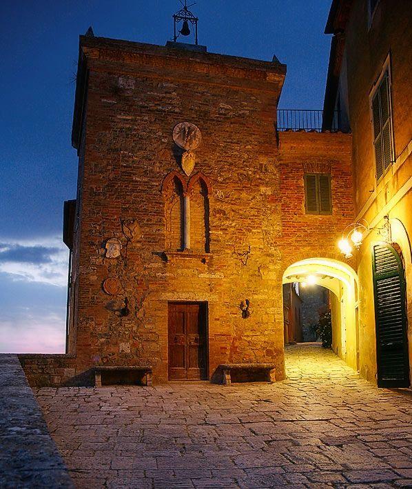 Borgo medievale in Toscana