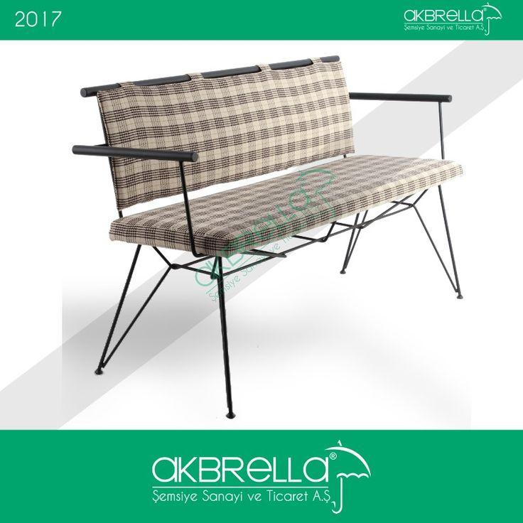 Üçlü koltuk modelimiz, ince metal çubuktan üretim iskelet üzerine oturtulmuş minderli oturma ve kumaş yaslanma alanıyla dikkat çekiyor. Kafelerinizde otantik bir ortam oluşturabileceğiniz gibi dilerseniz evinizin bahçesinde de tercih edebilirsiniz. #demirayaklıkoltuk #metalkoltuk