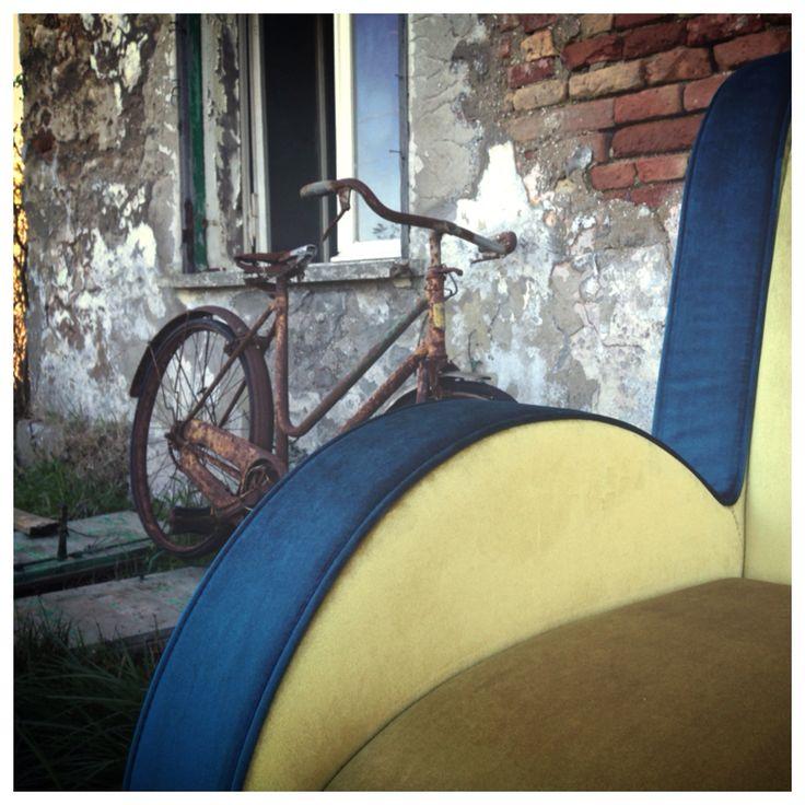 Ata  [design @Simone Micheli]  #bicicle #yellow #blu #sofa #adrenalinaitaly