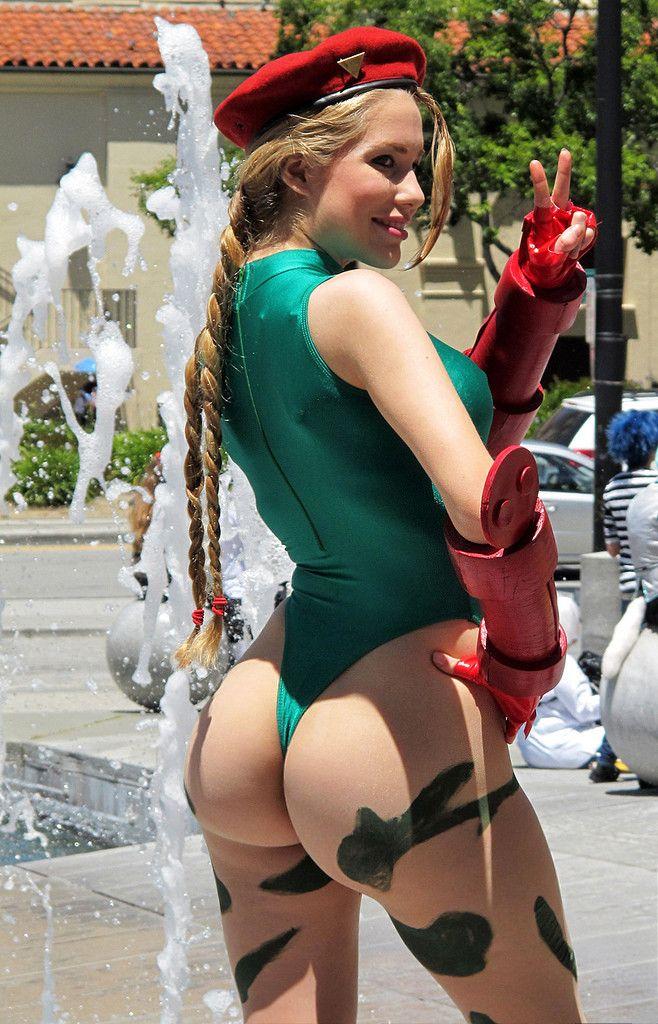 The Best Street Fighter Cammy Cosplay Butt Shots (NSFW)