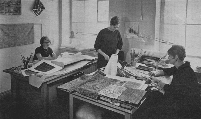 Right up until the 1950s, the models for printed textile patterns were bought from abroad. In 1951, a studio was founded at Finlayson's Forssa mill which also hired its first designers who had received art training. Finlayson merged with Vaasan Puuvilla Oy.