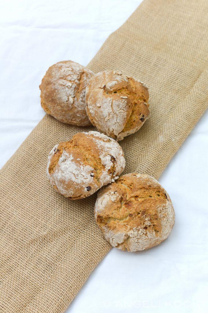 Soms wil je snel een lekker brood bakken maar heb je geen tijd om het te laten rijzen. Soms komt het gewoon niet uit. Als je bijvoorbeeld overdag tijd hebt om brood te bakken en je eet het niet bij…