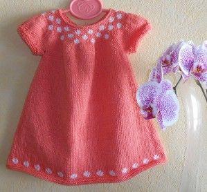 """Bonjour ! comme je sais que vous êtes impatientes de tricoter des petites robes , je vous donne une première ébauche du tuto ( sans motif ) , je ferais le pdf un jour , si je trouve le temps ... d'après le tuto de la robe """"idun"""" de Signe Stromgaard taille..."""