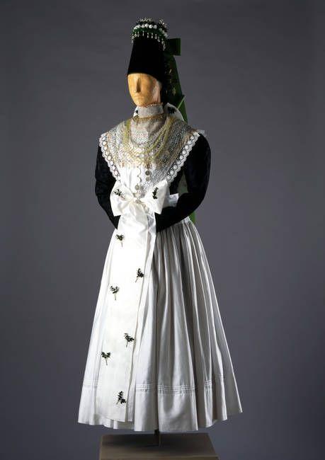 Tracht einer Braut aus Wittichau, um 1900 #katholisch