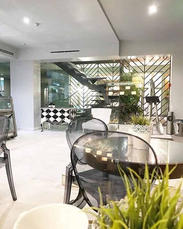 Famosa Pastelaria Zenith no Estoril agora com um ar #gourmet.  #foodporn #yummy #instafood #delicious #foodie #foodgasm #tasty #foodstagram #foodpic #nomnom #homemade #portugal #estoril