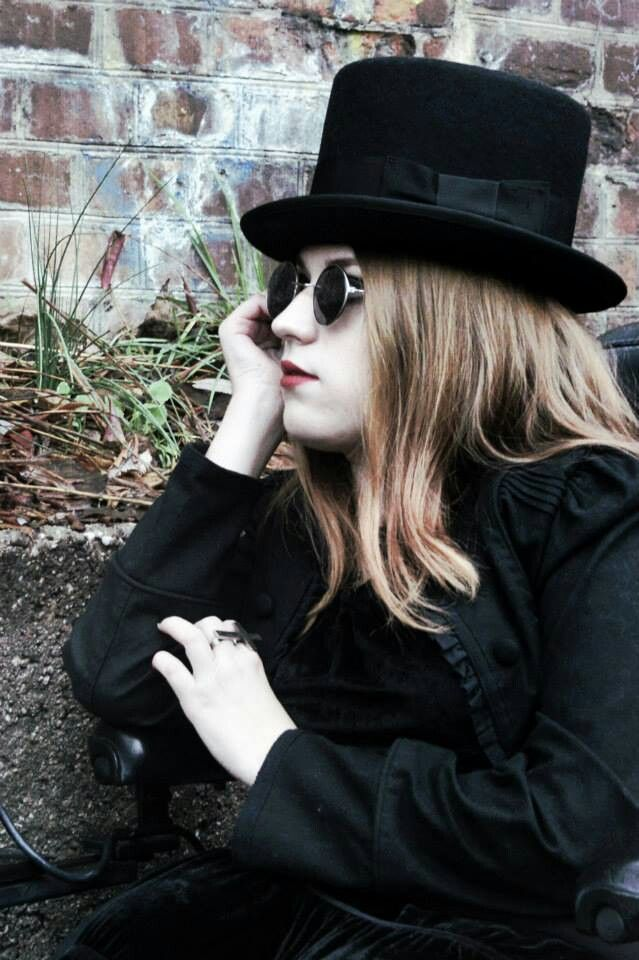 ...I wish your blood...  by Maciej Burchardt Photography  http://vamppiv.blogspot.com/2013/12/outfit-i-wish-your-blood_16.html   #Goth #Stil #Style #Hut #Hat #runde Sonnenbrille #round Sunglasses #Kreuz #Cross #Ring #Schmuck #Jewelry #Schwarzes #Black #Outfit #Inspiration