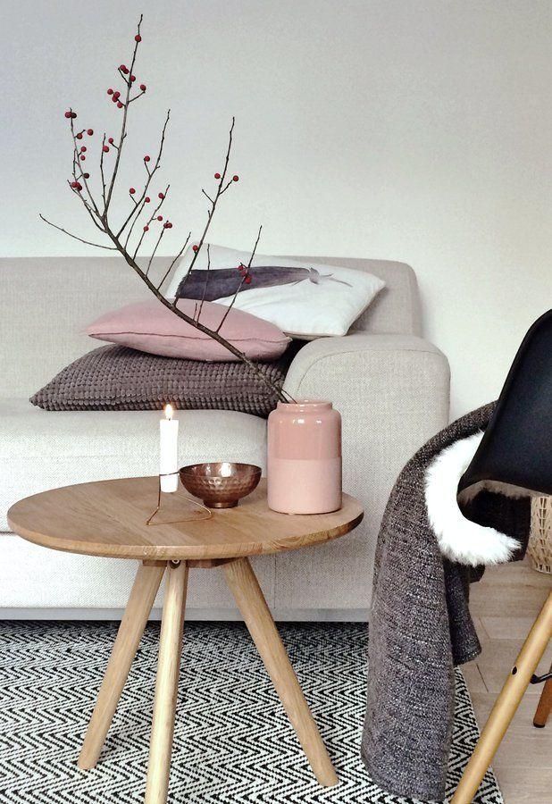 Gemütlicher Freitagnachmittag... #beistelltisch #sidetable #coffetable #interior #einrichtung #einrichtungsideen #dekoraktion #decoration #wohnzimmer #livingroom #wood #round Foto: Waterloo