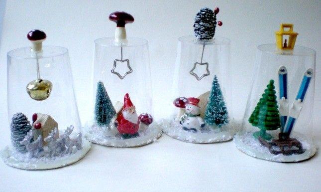 Campane natalizie con materiale riciclato. Il tutorial: http://www.unadonna.it/natale/decorazioni-natalizie-con-bicchieri-di-plastica/64307/