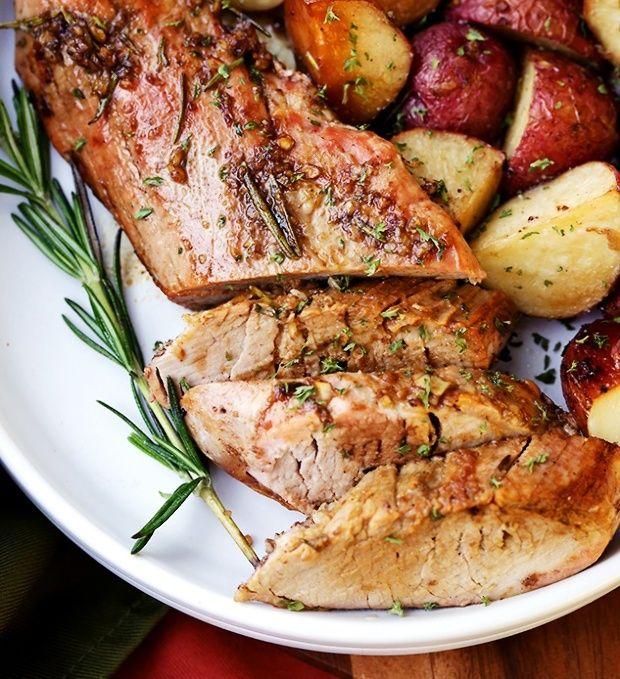 Nincs külön pácolási idő, a hús mégis olyan ízletes és omlós lesz, amilyet eddig még sosem készítettél! Illatos fűszerekkel készül a ...