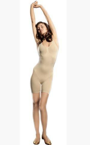 Джоанна Крупа не стала надевать нижнее белье под прозрачное платье