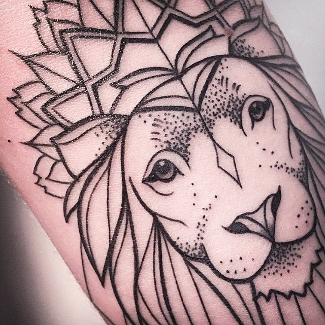 CLOSE UP LION.  IF YOU WANT TO GET INKED, CONTACT ME VIA THE SHOP VADERS.DYE [ L I N K  I N  P R O F I L E ]  FOLLOW MY STUDIO ✖️@vadersdye✖️