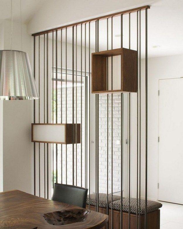 Divisória com fios metálicos e nichos de madeira                                                                                                                                                                                 Mais