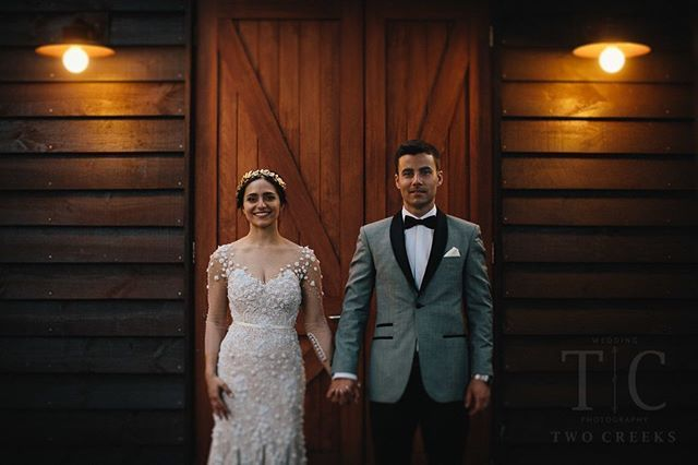 » LOCAL INSPIRATION «⠀⠀⠀⠀⠀⠀ @twocreeksweddingphotography Rustic barn doors and soft gauzy lace... Love the rustic elegance of a formal wedding in a cozy book barn. Bendooley is definitely a fav local Venue of mine! Which one is your favourite? ---------------------------------------------------------- OP: Laura+ Daniel @bendooleyestate ...  #bendooleyestate #bendooleyweddings