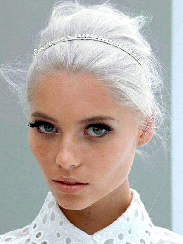 Les cheveux blancs, le nouveau chic ? (photo Louis Vuitton)