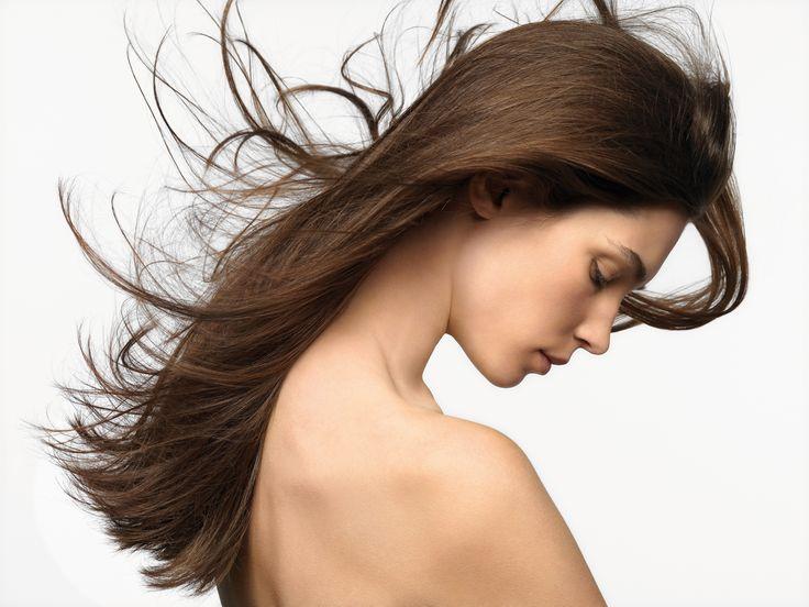 Al cabello largo no le sienta bien el invierno. No le gusta el aire seco de la calefacción. Las puntas son las más castigadas. El cuidado perfecto lo logramos con Silky Spliss Repair (https://www.labiosthetique.es/silky-spliss-repair), que sella las zonas porosas y proporciona un cabello suave y cuidado. Debes aplicar unas gotas tras el lavado capilar y después del secado con el secador. #CuidadoCabello #CabelloLargo