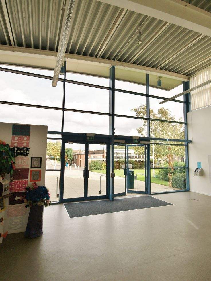 Northgate High School, Dereham. Norfolk. Russen & Turner were appointed Lead Designers to provide a new entrance and gallery space following the School being awarded Specialist Status. Interior view looking out towards main School entrance.