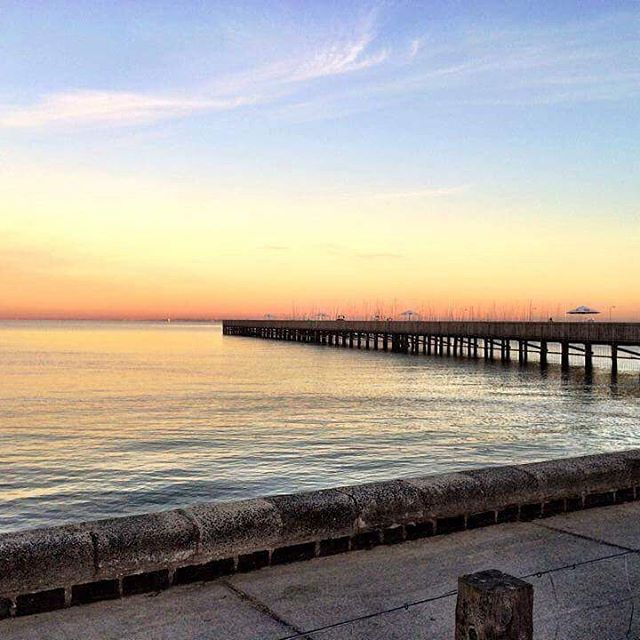 🇦🇺 Beaches in Bayside #melbournelifelovetravel #beach #pier #sunrise #capture #moment #beautiful #calming #soothing #melbourne #bayside #morning
