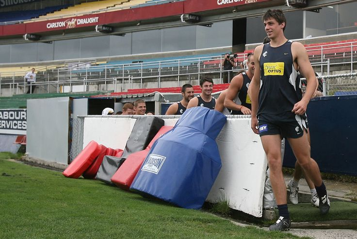 Kreuzer leads the team out ahead of his first Carlton training session in November, 2007.