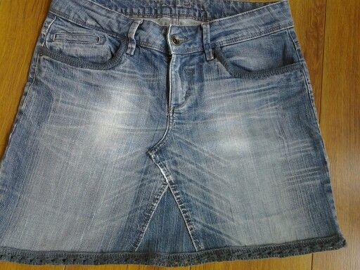 Van oude spijkerbroek rok gemaakt en een beetje opgepimpt