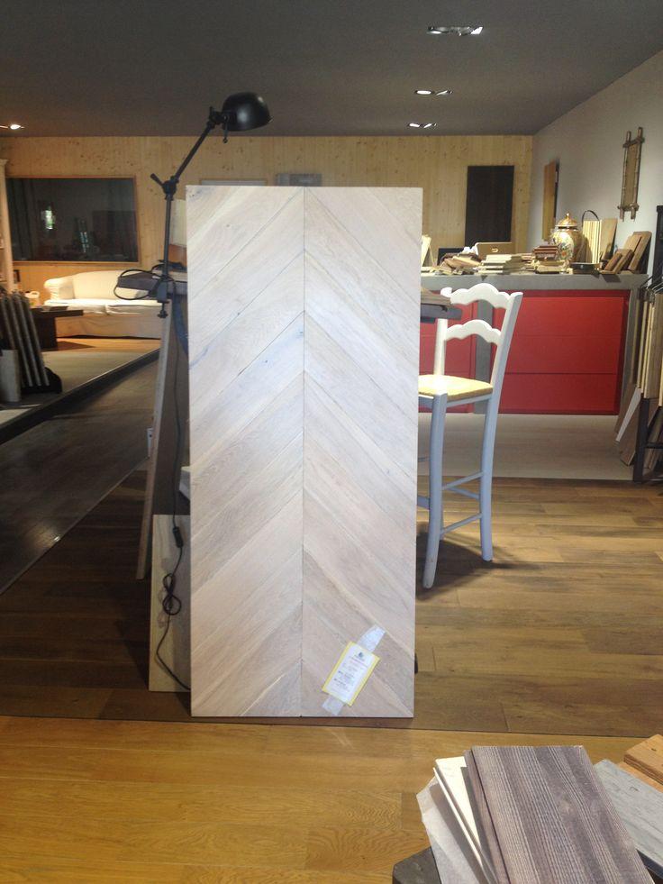 Nouvel échantillon au Showroom : Plancher d'Autrefois Chêne de l'Est  Point de Hongrie en chêne TOP 4 = 15,2 x 110 mm Longueur à la demande