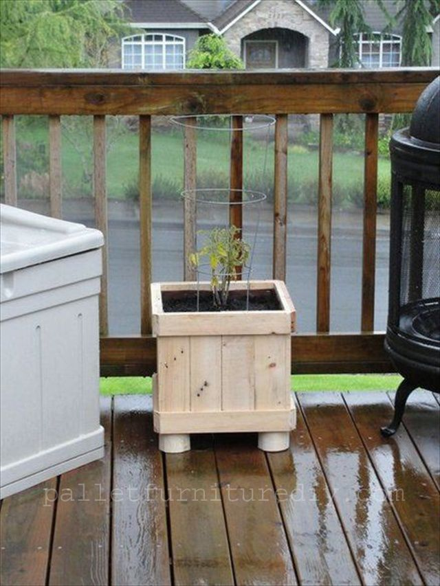 25 vertical and box recycled pallet planters pallet for Vertical planter boxes