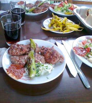 Meatball coke and salad. /Istanbul merkezefendi köftecisi, köfte piyaz kola.