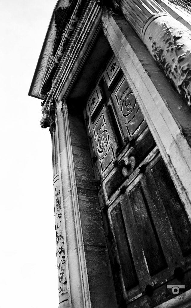 The cemetery, mémoire du paris. #Paris #France #Street Photography #Architecture #cemetery #BlackandWhite
