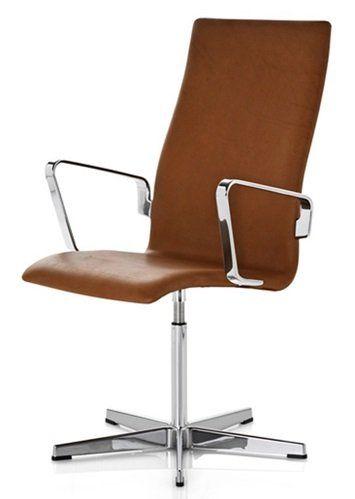 Arne Jacobsen - Oxford stol Arne Jacobsen - Oxford stol Oxford-serien er fra 1965 og findes i to modeller, med lav eller høj ryg, med eller uden armlæn. Stolen lægger op til at man sidder korrekt, da ryggens høje stykke buger ind ved lænden. Denne stol kan fås polstret, i træ eller i læder. Stellet er i aluminium.