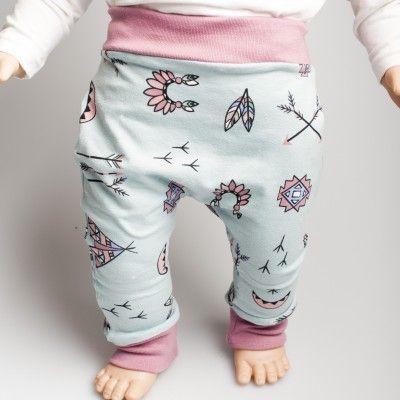 De babywinkel voor originele babyartikelen online. Zoals knuffels, kleertjes, speendoekjes, bandana's en rugzakjes. Voor 3 uur besteld, morgen in huis!
