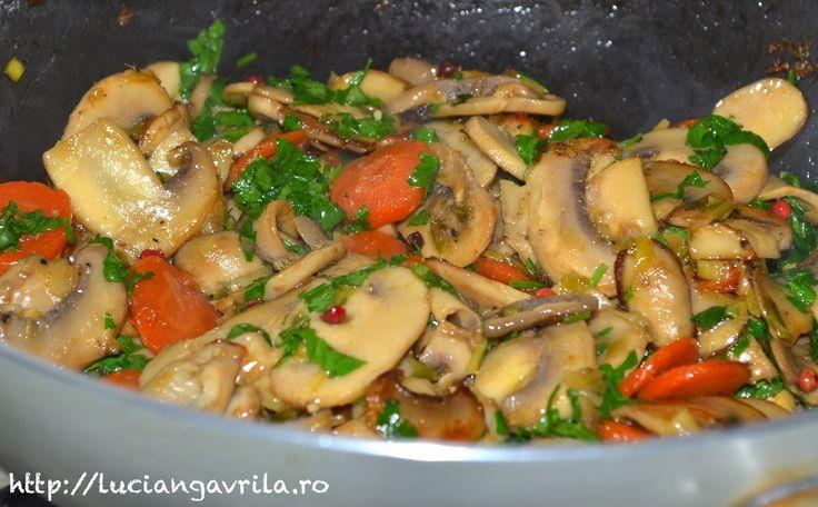 Sote de ciuperci cu morcov și praz