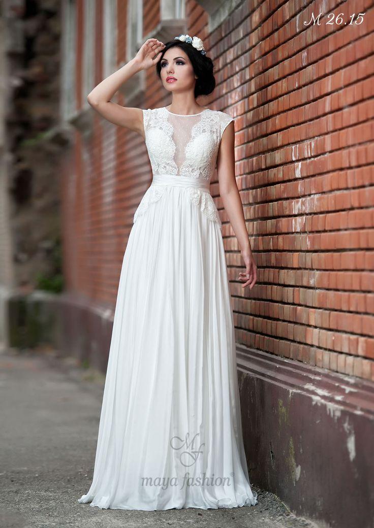 O rochie fluida al carei bust din dantela da o noua definitie simplitatii si elegantei.