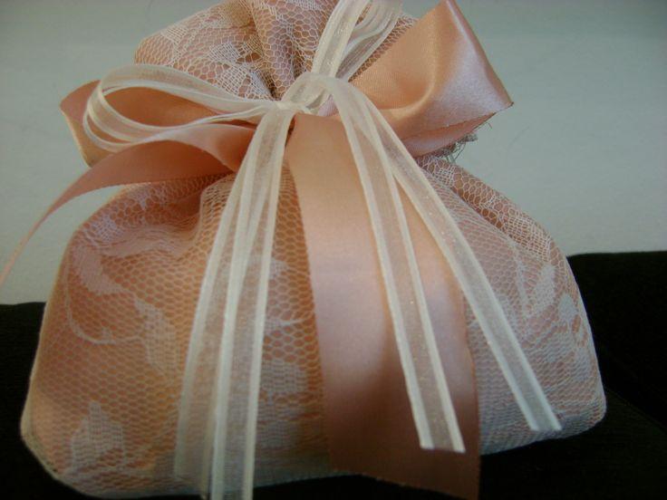 Πουγκάκι-μπομπονιέρα γάμου σε vintage χρωματισμούς....