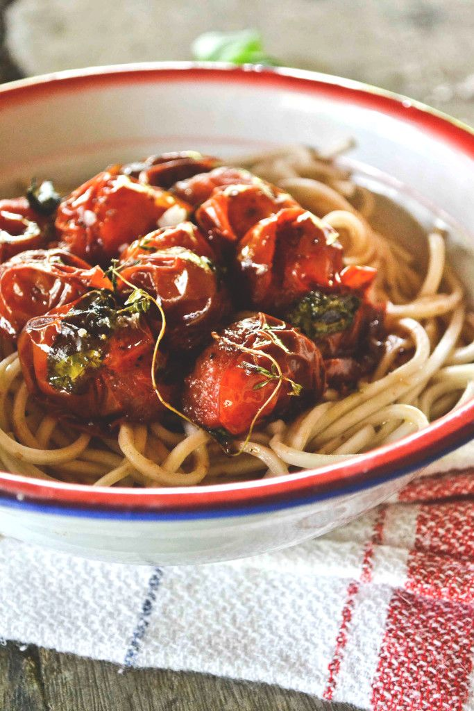 Fideos integrales con tomates balsámicos