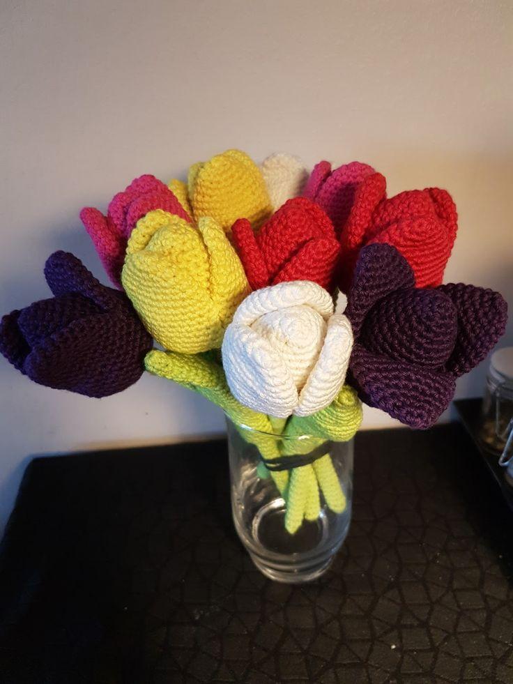 Nu må foråret godt komme...   Man bliver helt i forårs humør, når sommerblomsterne begynder at komme. Jeg har hæklet en buket tulipaner, de...