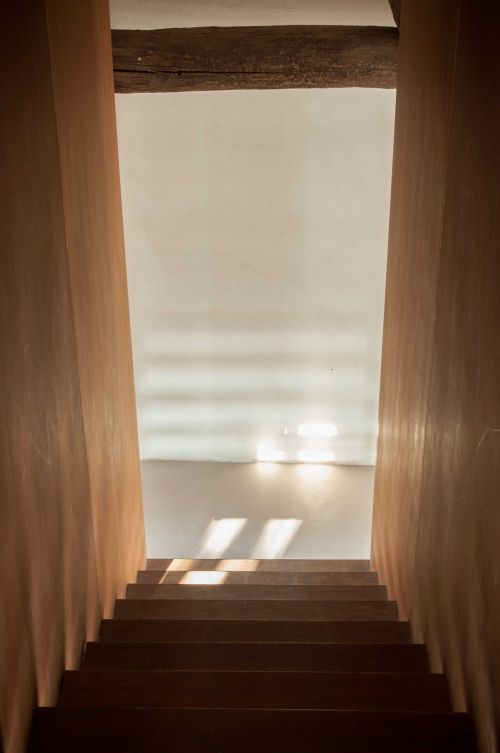 Modern minimal staircase in the former stables #modernarchitecture #oldmeetsnew #lightandshade #transylvanianromance @Cincsor.Transylvania.Guesthouses